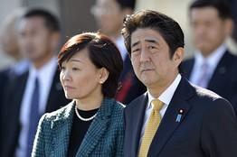 安倍晋三首相と昭恵夫人(11月30日)