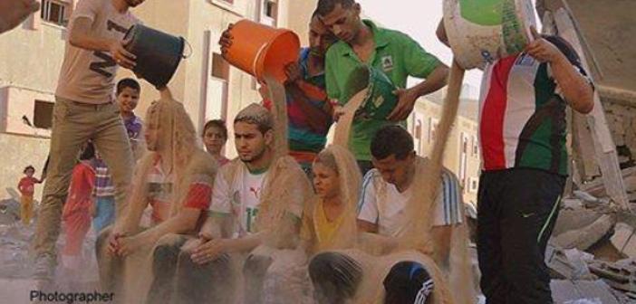 ガザの人々は氷水でなく、瓦礫をかぶった「私たちは支持を必要としている」...