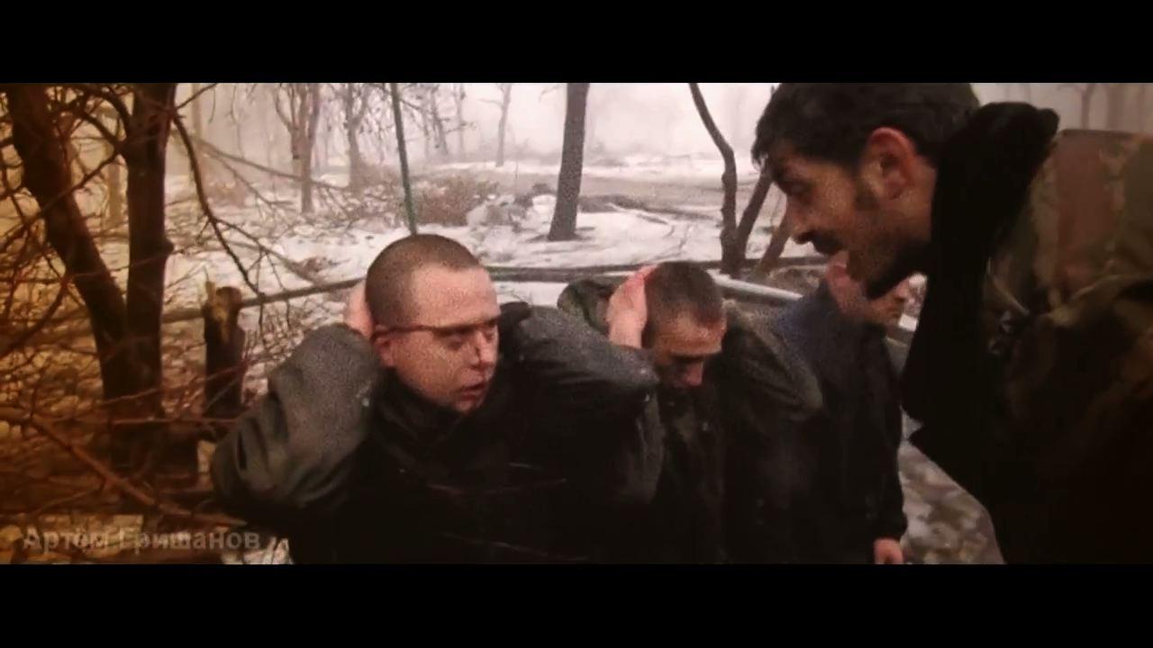 義勇軍に尋問されるウクライナ軍兵士