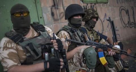 © AP PHOTO/ EVGENIY MALOLETKA 米議会、ウクライナへの武器供給を予算案に計上