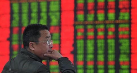 © AFP 2015/ CHINA OUT アジア市場、ギリシャ危機と中国危機で軒並み下がる