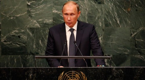 2015年9月28日、ニューヨークの国連本部での国連総会、第70回会議で、出席者に演説するロシアのウラジーミル・プーチン大統領。Mike Segar / ロイター