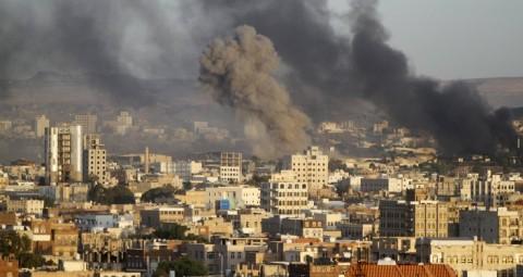© REUTERS/ MOHAMED AL-SAYAGHI 英国 サウジにイエメン空爆用の最新兵器供給の疑い
