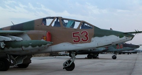 © SPUTNIK/ DMITRIY VINOGRADOV ラタキア付近の空港のロシア軍用機