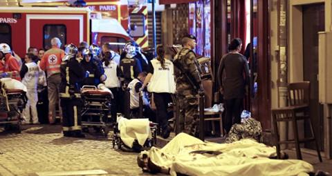 © JACQUES BRINON パリで銃撃戦と爆発、60人が死亡、フランスが非常事態宣言