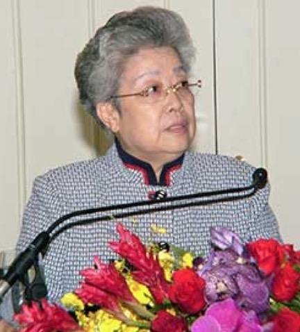 「中国の鉄の女」と評される呉儀女史 (2007年に副総理まで登り詰めた後に引退し、 表舞台から姿を消している)も、 ドラゴン・ファミリーを代表する一人だそう。