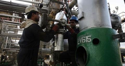 © AP PHOTO/ VAHID SALEMI イラン 制裁解除後 原油輸出を2倍に