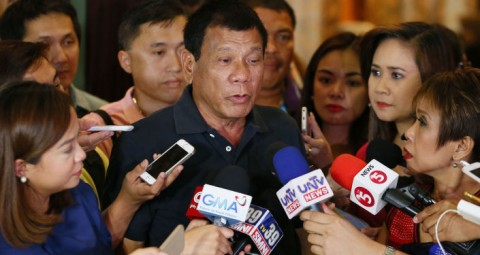 © AP PHOTO/ BULLIT MARQUEZ フィリピン大統領 10月に訪日を計画