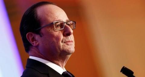 © AP PHOTO/ ETIENNE LAURENT, POOL 仏大統領、対露制裁を後悔、関係の正常化に期待
