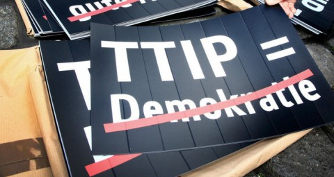 © FLICKR/ CAMPACT なぜTTIPは危険なのか?活動家達は合意文書へのアクセスを要求
