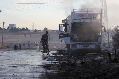 © REUTERS/ AMMAR ABDULLAH 独立専門家ら、アレッポでの国連人道支援車列への攻撃を芝居と断じる