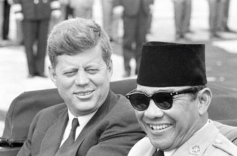 ケネディ大統領とスカルノ大統領、1961年4月24日アンドルーズ空軍基地にて