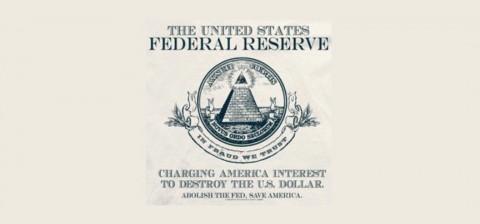 「アメリカ合衆国連邦準備制度 ピラミッドの下の丸い旗:詐欺によって我々は団結する。 アメリカに借金を負わせ、アメリカ・ドルを破壊するのだ。連邦政府を撤廃し、アメリカを救い出そう。」