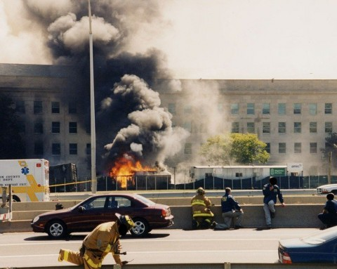 © 写真: FBI 米同時多発テロ後のペンタゴンでの火事